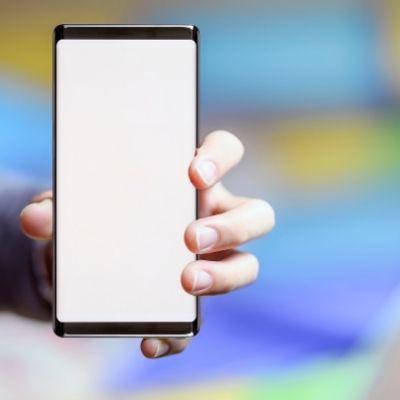 Clean a smartphone screen
