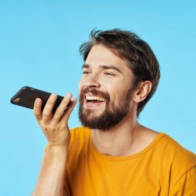 Clean a smartphone microphone